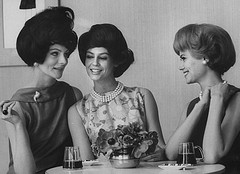 322551960's girls chatting